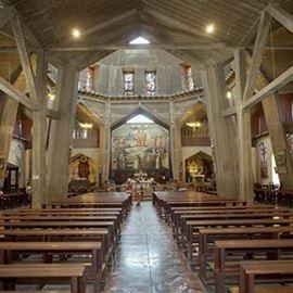 הכנסייה מפנים - Church from the inside