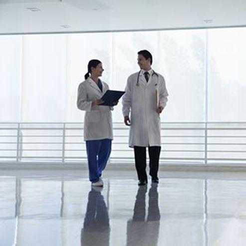 Picture of two Doctors in hospital - תמונה של שני רופאים בבית חולים