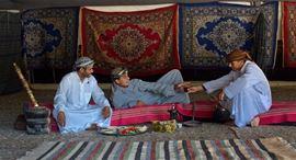 Изображение Фотография трех бедуинов