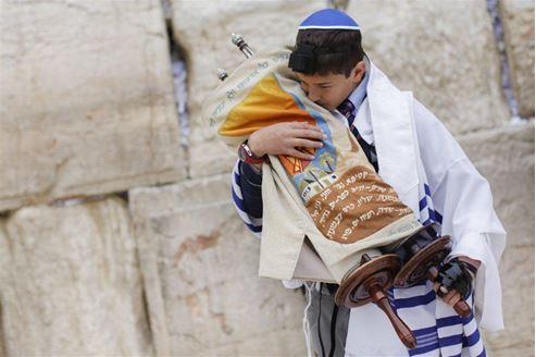 Foto de Foto de un chico en una ceremonia Bar Mitzvah