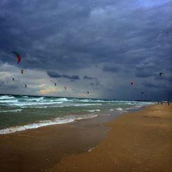 עפיפונים בחוף בית ינאי  - Kites at Beit Yanai beach