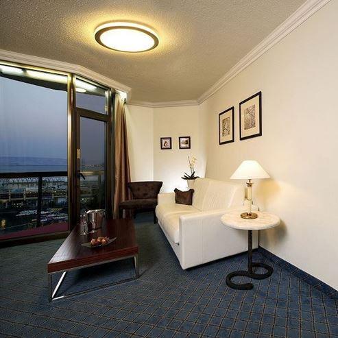 חדר השינה במלון קיסר פרימייר - Bedroom at Ceaser Premier Hotel