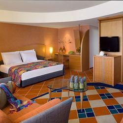 חדר שינה במלון דן אילת - Bedroom at Dan Eilat Hotel