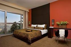 חדר שינה במלון דן בוטיק - ירושלים - Bedroom at Dan Boutique Hotel - Jerusalem