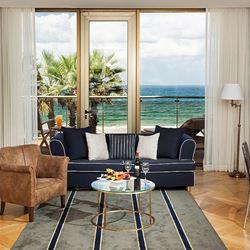 מלון דניאל - נוף מחדר השינה - Hotel Daniel - Bedroom view