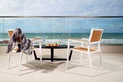 מרפסת מול הים ממלון ווסט בוטיק אשדוד - Balcony facing the sea from West Boutique Hotel Ashdod