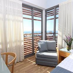 פינת ישיבה בחדר השינה - מלון גילגל - Seating area in the bedroom - Hotel Gilgal