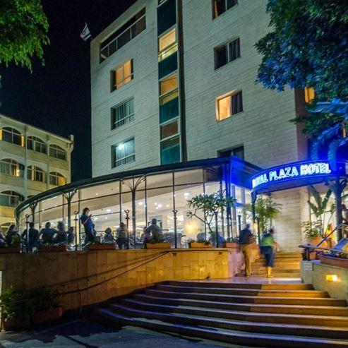 מלון רויאל פאלזה מבט חיצוני - Royal Plaza Hotel outside view