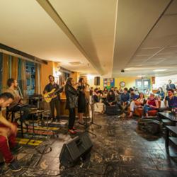 אברהם הוסטל ירושלים - אולם אורחים - Avraham Hostel Jerusalem - guest hall