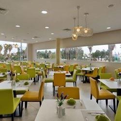 חדר האוכל במלון אירוס המדבר - Dining Room at Desert Irus Hotel