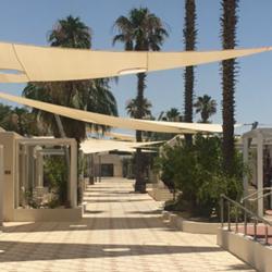 מלון אירוס המדבר מבחוץ - Desert Iris Hotel from the outside