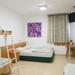"""אכסניית אנ""""א מעיין חרוד - חדר שינה - ANA Hostel Maayan Harod - Bedroom"""