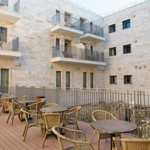 """אכסניית אנ""""א עכו - מבט מבחוץ - ANA Hostel Akko - Outside view"""