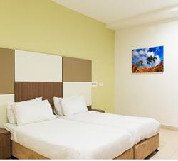 """אכסניית אנ""""א פוריה - חדר שינה - ANA Hostel Poriya - Bedroom"""