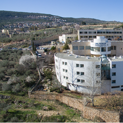 "אכסניית אנ""א פקיעין - מבט מבחוץ - ANA Hostel Peki'in - Outside"