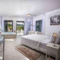 סוויטות ברטמנס - סוויטה לבנה - פנים - Bratmans Suites - White Suite - Interior