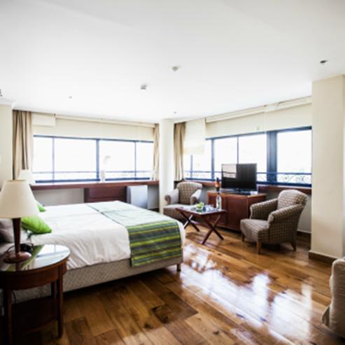 חדר שינה במלון שני - Bedroom at Shani Hotel