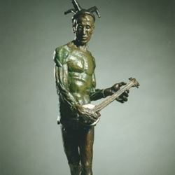 אדם עם כלי ניגון - Man with musical instrument
