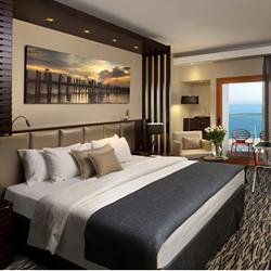 חדר שינה במלון קרלטון - Bedroom at Carlton Hotel