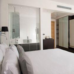 חדר שינה מלון בנג'מין - Bedroom Benjamin Hotel