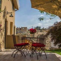צימר בראש אחר - חצר - Berosh Akher Zimmer - Courtyard