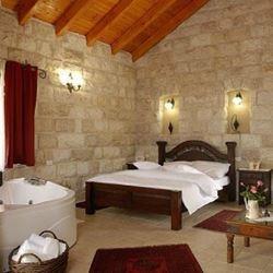 צימר אלון בגליל - סוויטת אבן חדר שינה - Alon BaGalil Zimmer - Stone suite bedroom