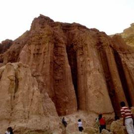 עמודי האבן - The stone pillars