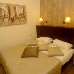 חדר שינה במלון -Bedroom in the hotel