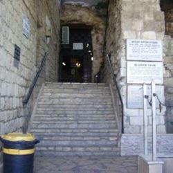 כניסה למערה - Cave entrance