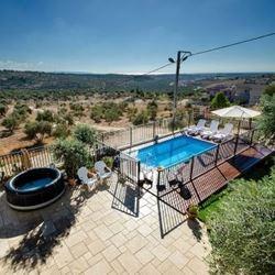 צימר הבית במטע - בריכה ונוף - Bayit Bamata Zimmer - Pool and landscape