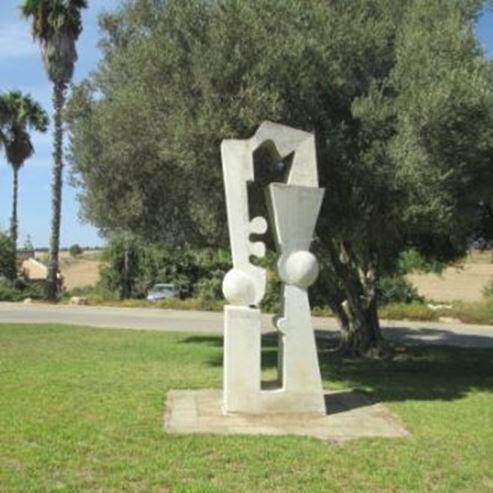 פסל בקיבוץ דליה - Statue at Kibbutz Dalia
