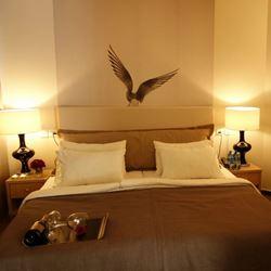 חדר השינה במלון חוף עכו - Bedroom at Akko Beach Hotel