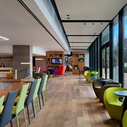 פינת ישיבה מלון בי וויו חיפה - Seating area Bay View Haifa Hotel