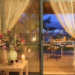 צימר אצל ננו - מבט מבפנים אל המרפסת - Etzel Nano Zimmer - Interior view to balcony