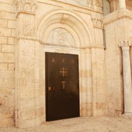 כניסה לכנסייה - Church entrance