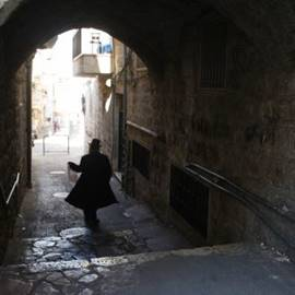 סמטה במאה שערים - Alley in Mea Shearim