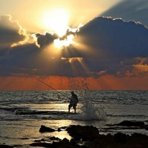 דייג בחוף סוקולוב נהריה - Fishing at Sokolov beach in Nahariya