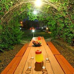 ג'ימי ג'יפ - פינת אכילה בחוץ - Jimmy Jeep - Outside Dining table
