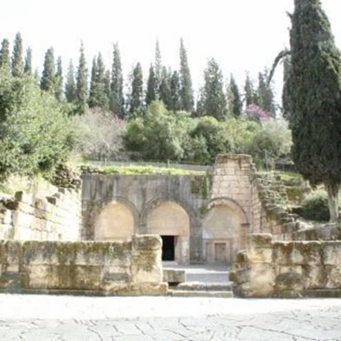 מערות הקבורה העתיקות - Ancient burial caves