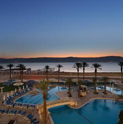 בריכת מלון קראון פלזה - Hotel Pool Crown Plaza