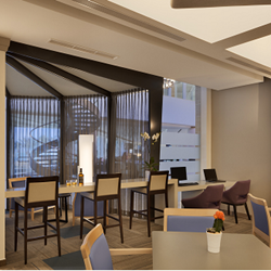 חדר אוכל - מלון קראון פלזה - Dining Room - Crown Plaza Hotel