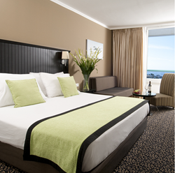 חדר שינה מלון קראון פלזה - Bedroom Crown Plaza Hotel