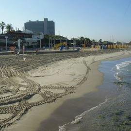 חוף מציצים - Metzitzim Beach
