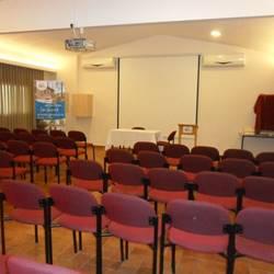 חדר כנסים באכסניית עין צורים - Conference Room at Ein Tzurim Hostel