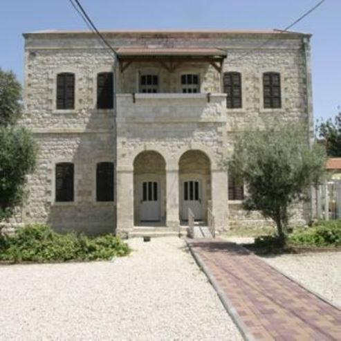 מוזיאון העיר חיפה מבחוץ - Haifa Museum view from the outside