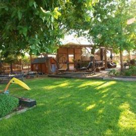 המערב הרגוע - חצר - HaMaarav HaRagua - Courtyard