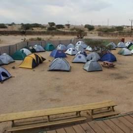 אוהלים בחניון לילה מכתש רמון - Tents in campsite Ramon Crater