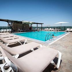 מלון רימונים טאואר - בריכה - Rimonim Tower Hotel - Pool