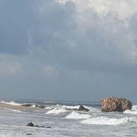"""חוף י""""א אשדוד - Yud Alef Ashdod Beach"""