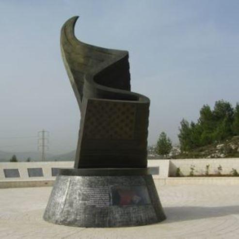 אנדרטת התאומים - The Twins Monument